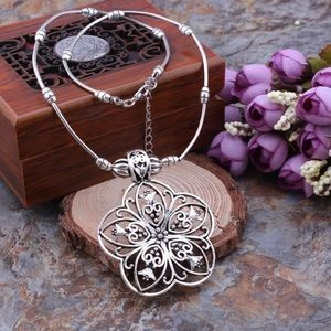 ‼️LAST ONE‼️Bohemian Carved Hollow flower pendant